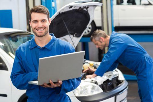 Mekaniker på job