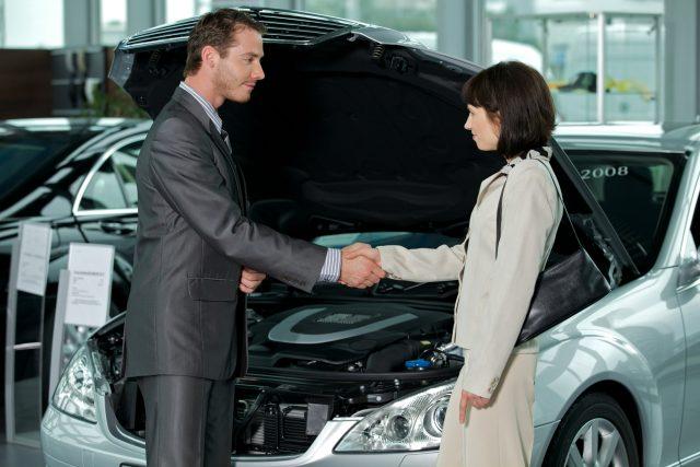 Kvinde skal have ny bil